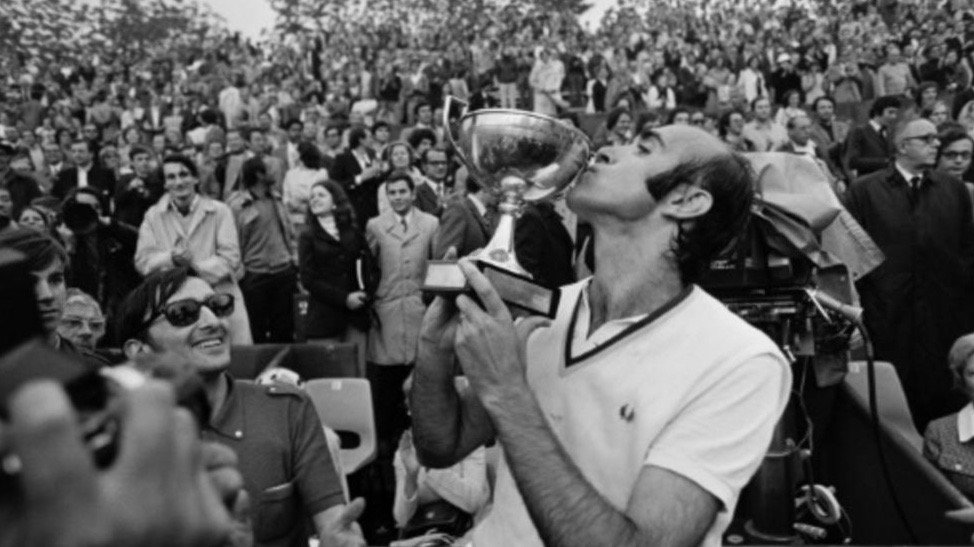 Andres Gimeno, who captured the 1972 @rolandgarros title and was a pioneer of Spanish tennis, has passed away aged 82.  Read Tribute: