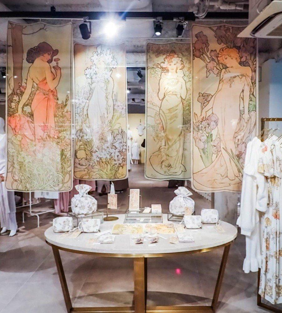 ジェラート ピケ「ミュシャ」のルームウェア、薔薇の花ドレスや女性像ハンカチなど -