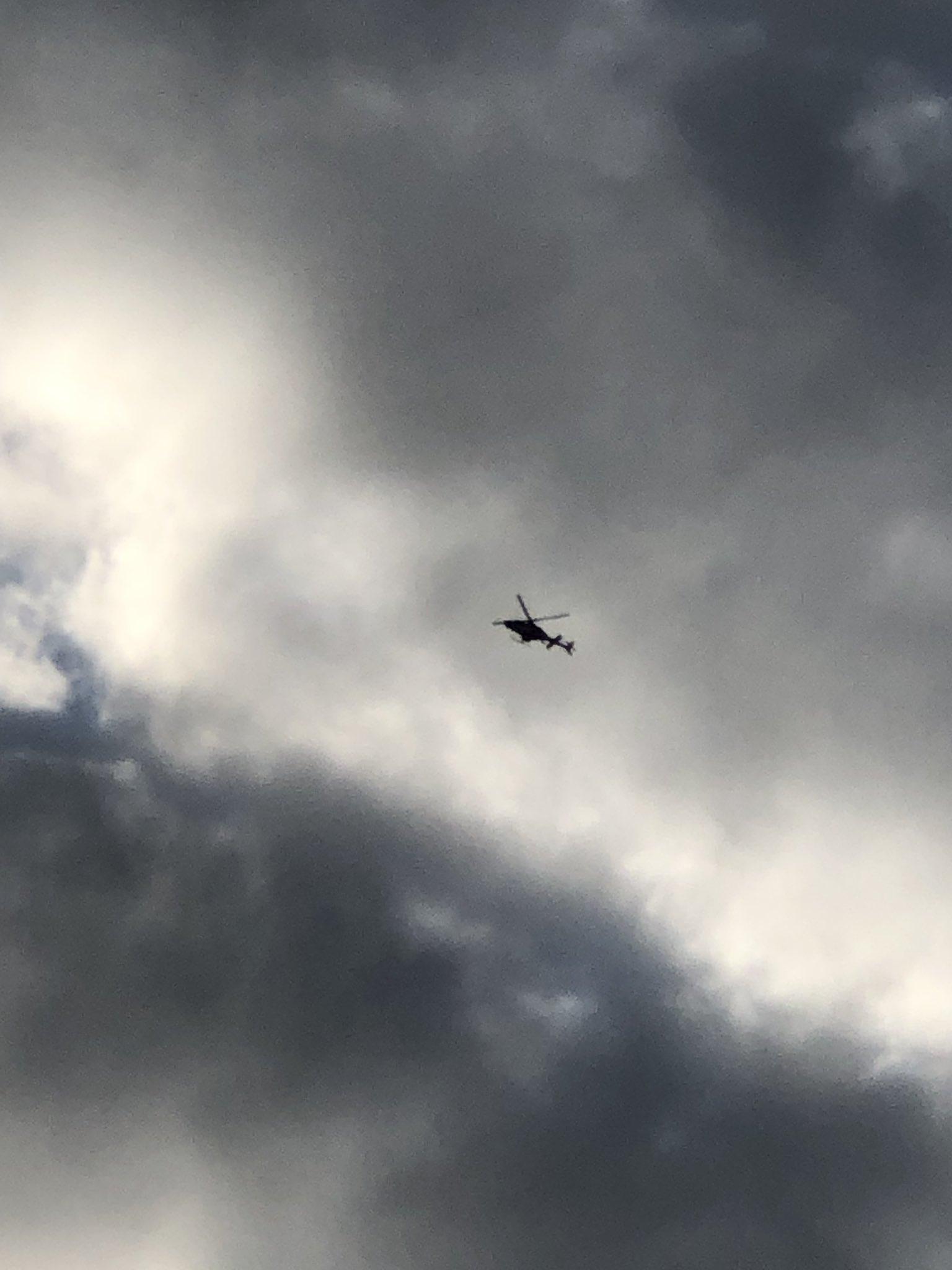 画像,目と鼻の先で発砲事件が。ヘリがかなり集まってきた。 https://t.co/rgMhfIPQIT。