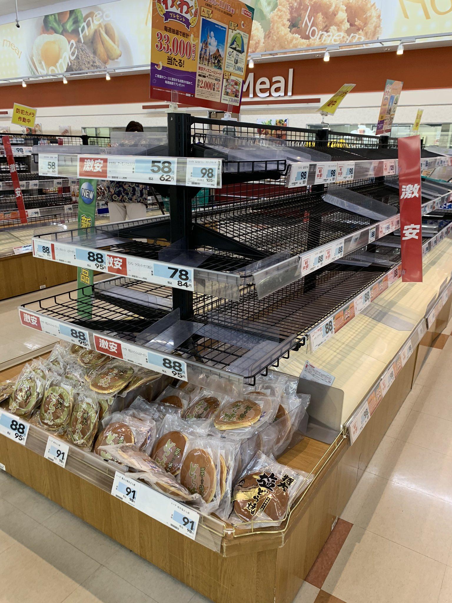 画像,スーパー行ったら台風にビビった主婦が慌てて買い込んでてなんにも無かった。サトウのごはんも水も全部売り切れてた。 https://t.co/86LIZpFkml…