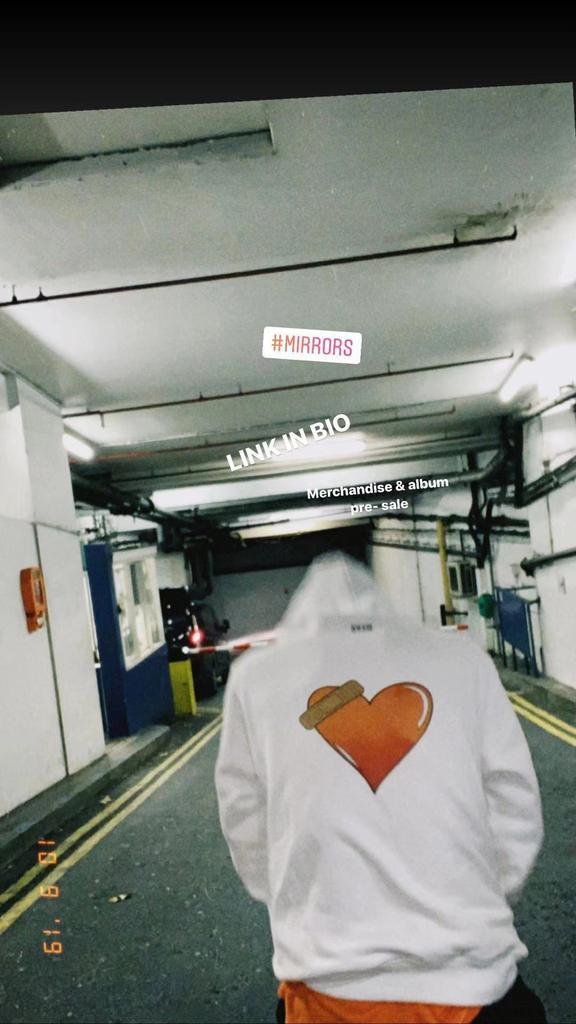 【 MIRRORS 】 Merchandise designed & photo & edit By me. Pre-order music & Merch [ LINK IN BIO ] . Took the photos just now  Let's GOOOOOOOOOOOOO  #MIRRORS #jacksonwang1stalbum #TEAMWANG #王嘉爾 #jacksonwang #잭슨 #OCT25<br>http://pic.twitter.com/nkZyyNApHU