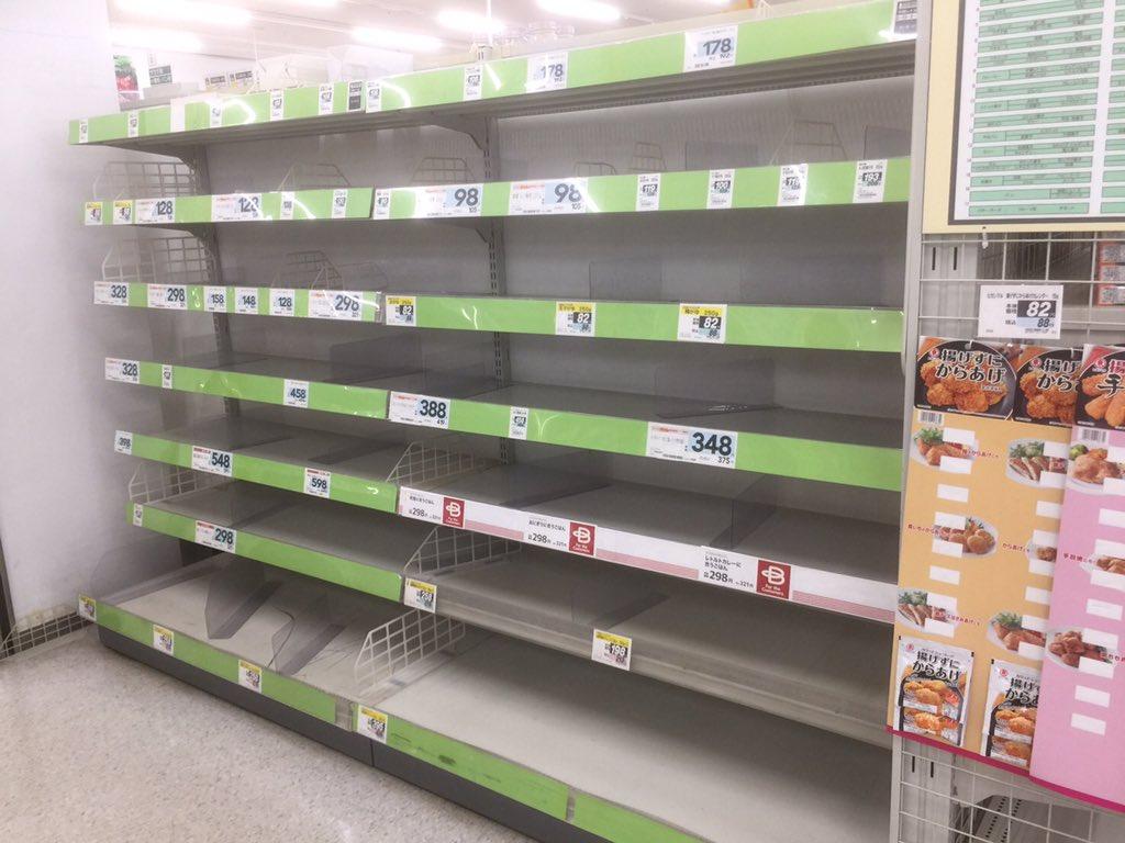 画像,千葉のスーパー   棚が空っぽ😅ちなみに レトルトコーナー https://t.co/Moj3RGMQUC。