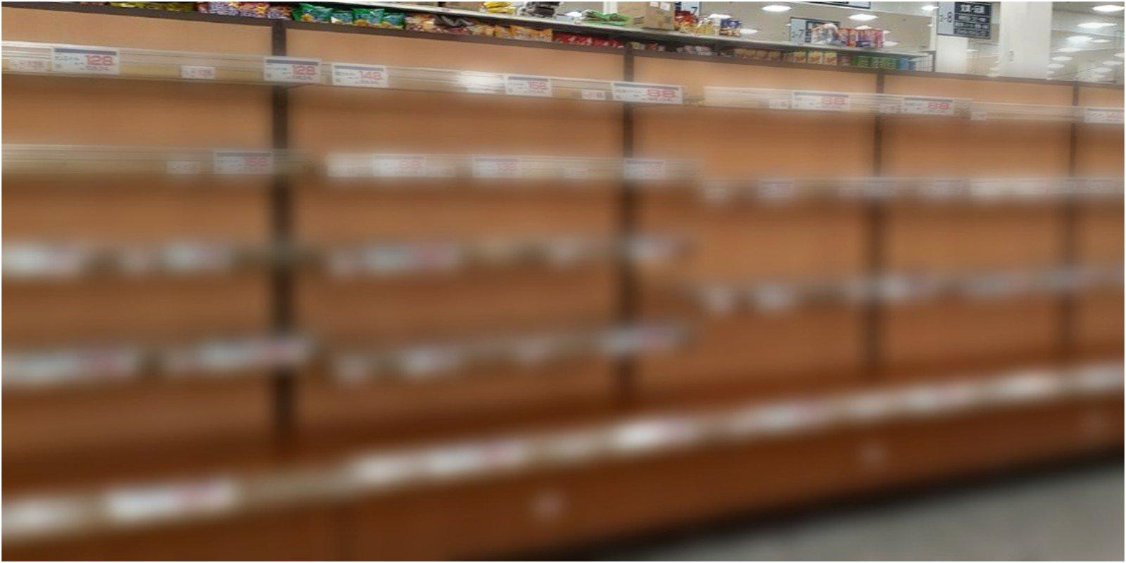 画像,スーパーからパンと水が消えた😱💦💦一緒にご飯してた友達から送られてきた写真💦私はドラッグストアーに寄ったからパンも水もインスタント食品も確保出来た。今度の台風ま…
