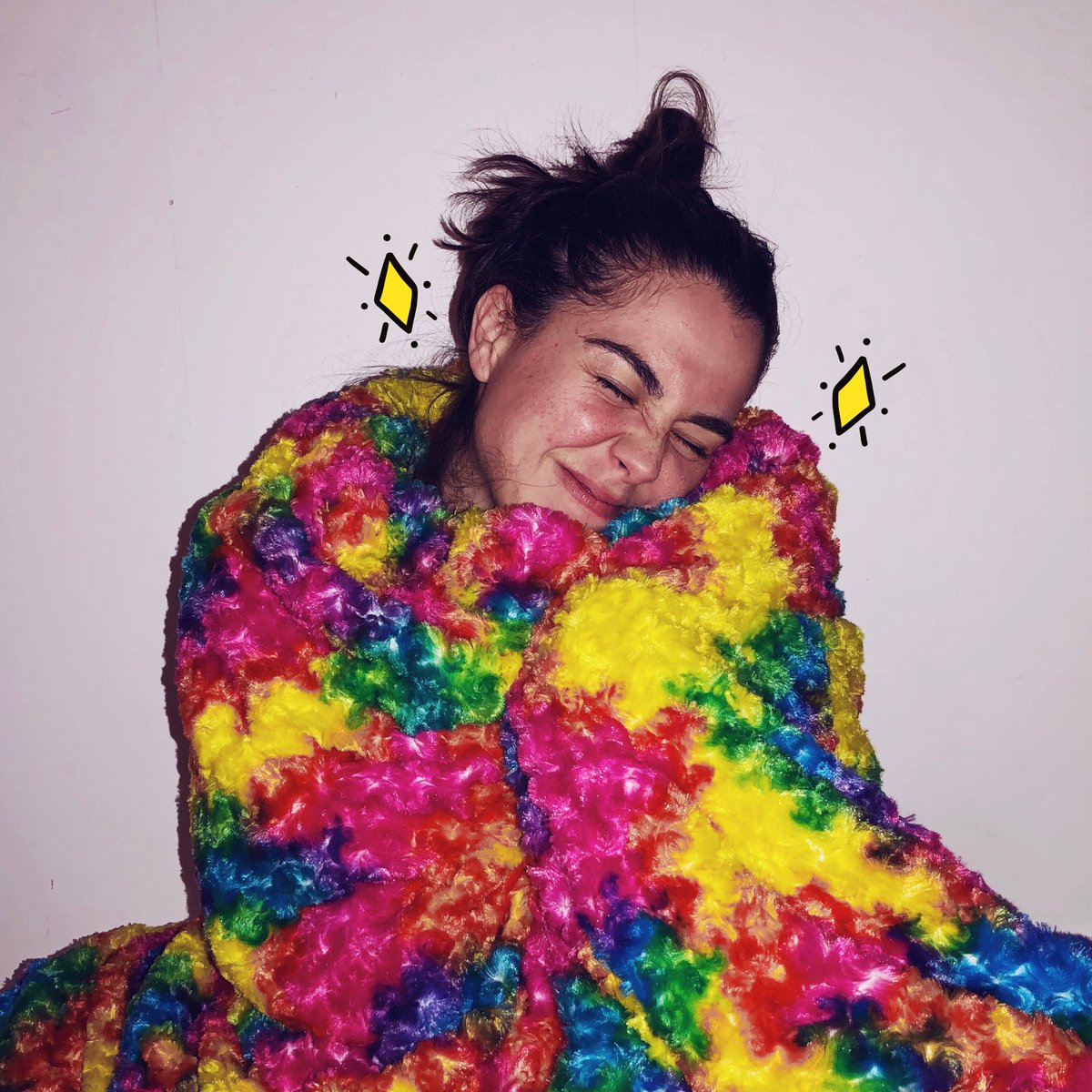 I AM HERE FOR THE SNUGGLES... 🥰 ✨BIG GIANT THANK YOU TO @BlanketMagic FOR SENDING ME THIS ANXIETY REDUCING MAGICAL RAINBOW WEIGHTED BLANKET! I LOOOVE IT. 🌈✨💘