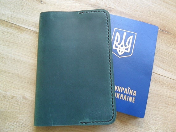 Simple green real leather passport cover Passport #bagsandpurses @EtsyMktgTool https://etsy.me/2Ldl2qX #simplecover #greenleatherpic.twitter.com/ffOX6DoJK3
