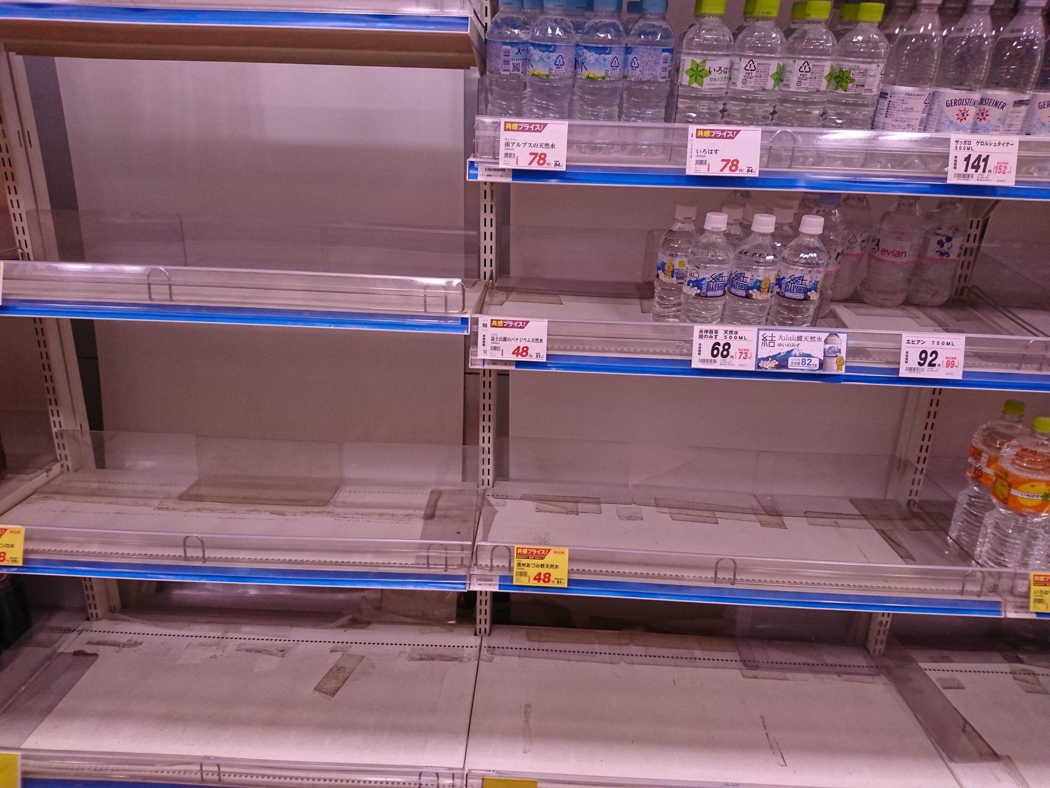 画像,千葉のスーパーにて水とお茶がほぼ売り切れ https://t.co/SPmP0hdlut。