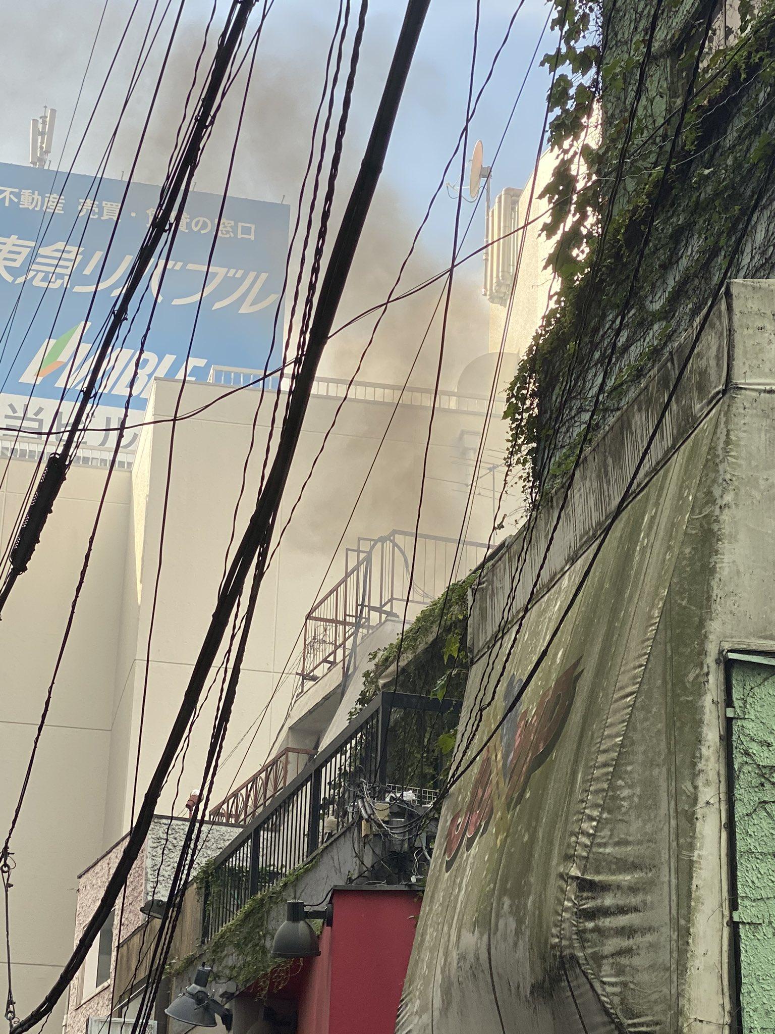 吉祥寺駅北口付近で火事が起きている現場の画像