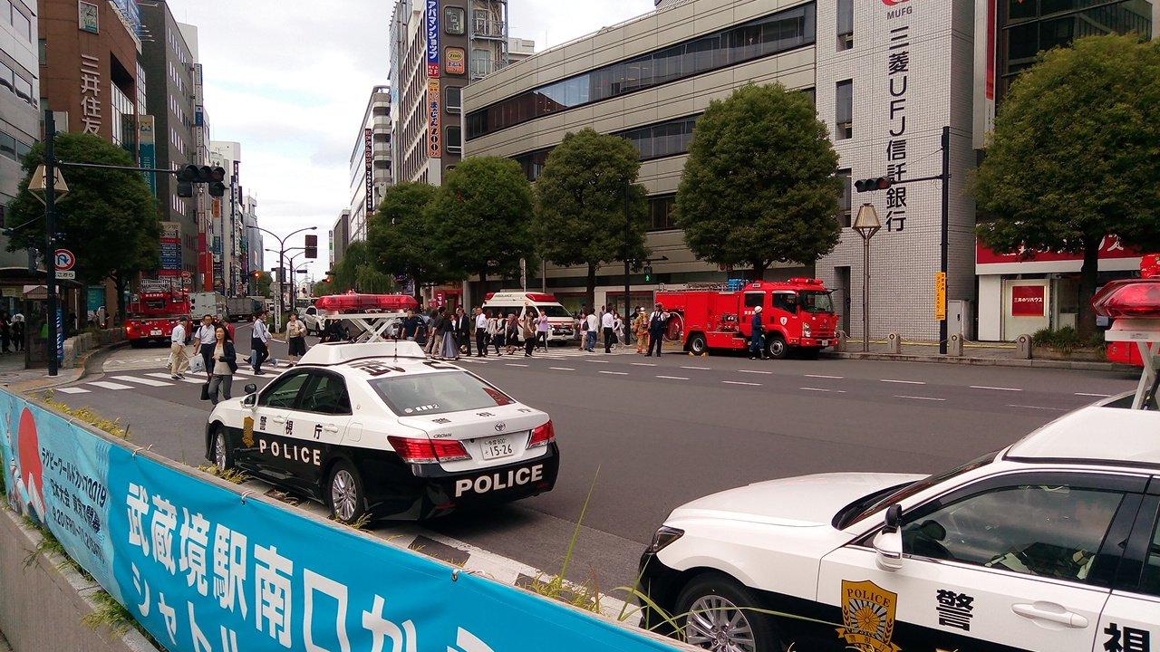 画像,吉祥寺駅周辺で消防車出動何やら焦げ臭いのでボヤでしょうか https://t.co/XKnutlLD0f。