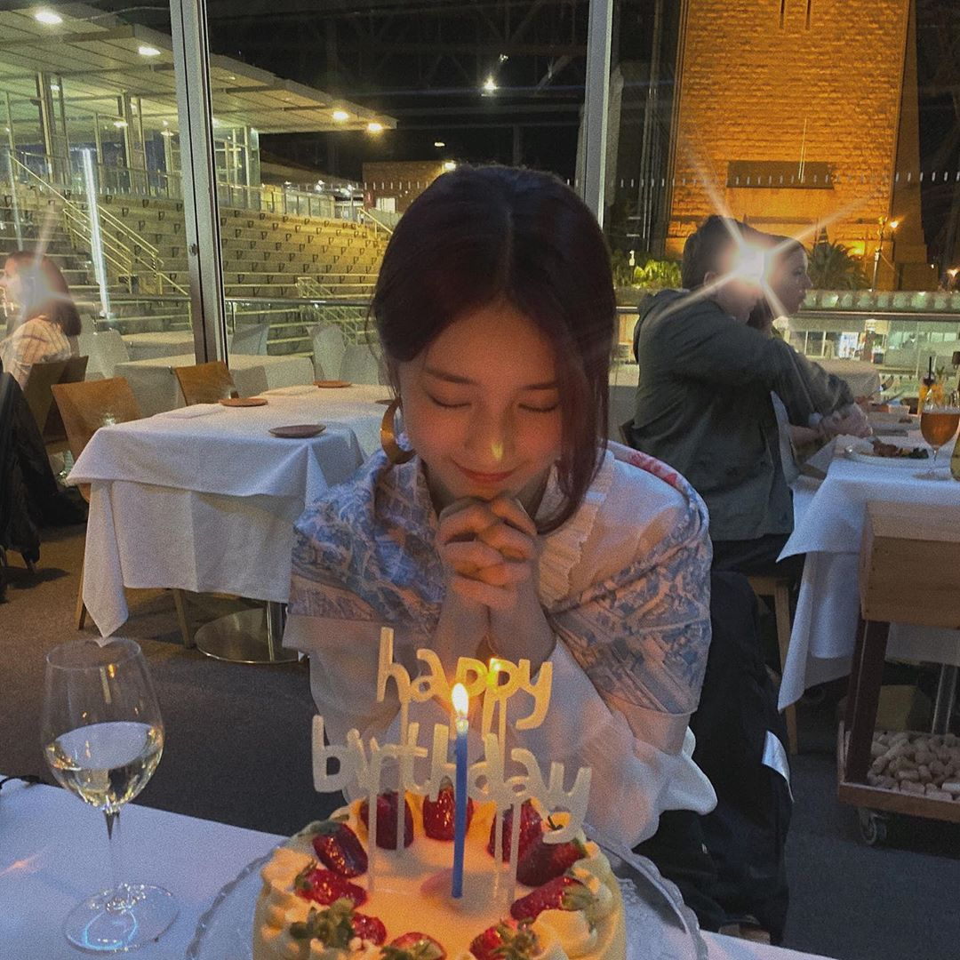 RT @suzylooks: #SUZY x ig update. 191010. my babie i love u #FIRSTLOVESUZYDAY #HAPPYSUZYDAY https://t.co/um2ppnQ0Av