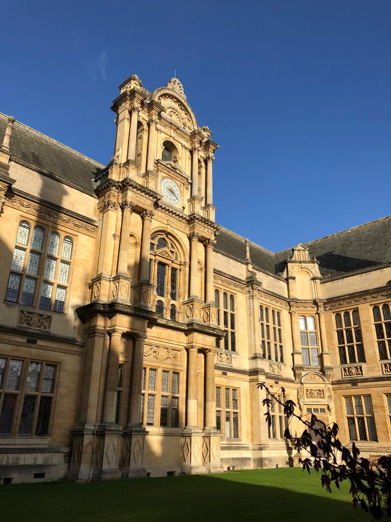 We are hosting @UniofOxford  #FreshersFair this week at the #ExaminationSchools. The quad is full of sunshine ready to greet all our new #students! #welcometooxford