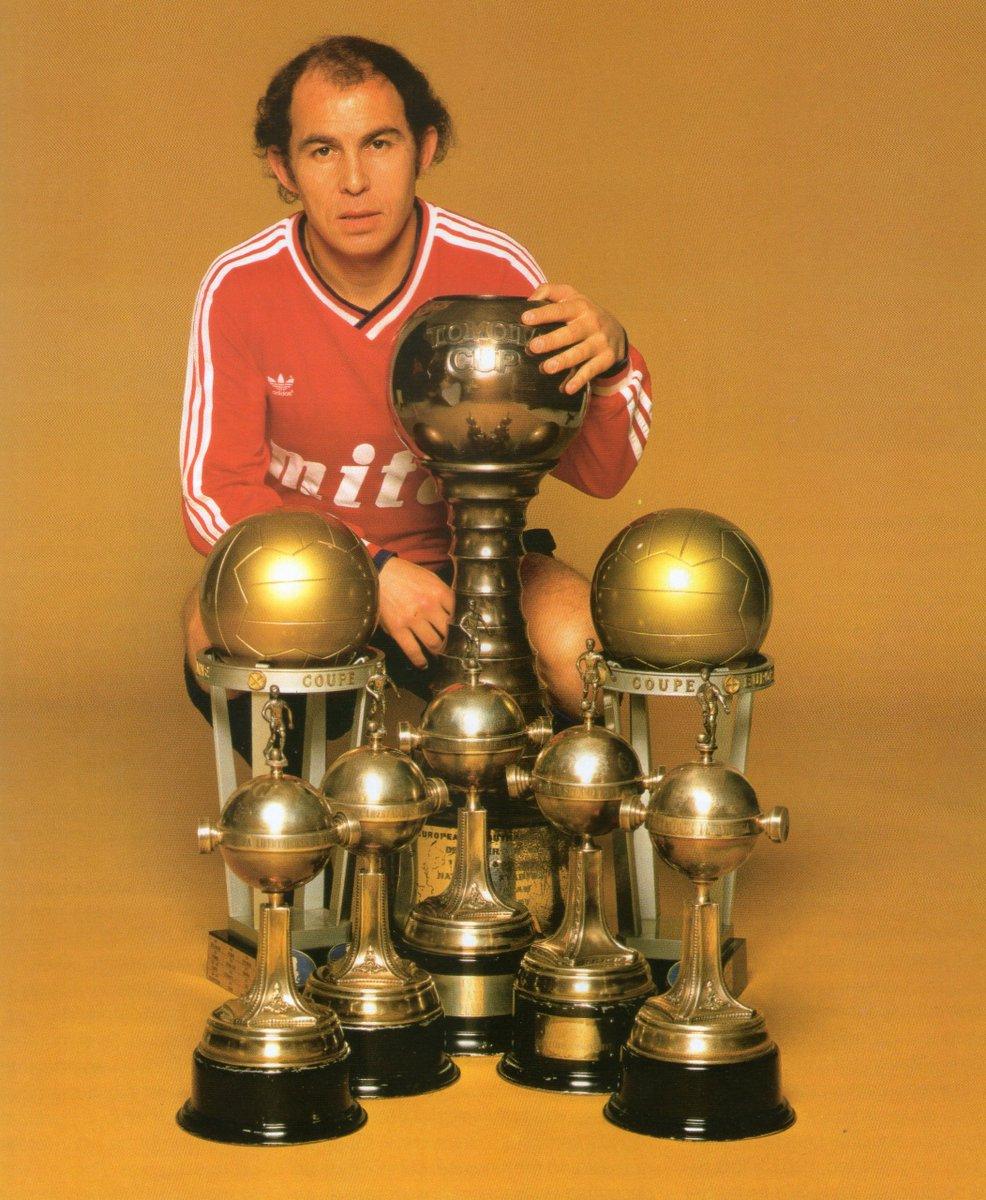 "Santi Bauzá on Twitter: ""Ricardo Enrique Bochini. 19 trophy-laiden ..."
