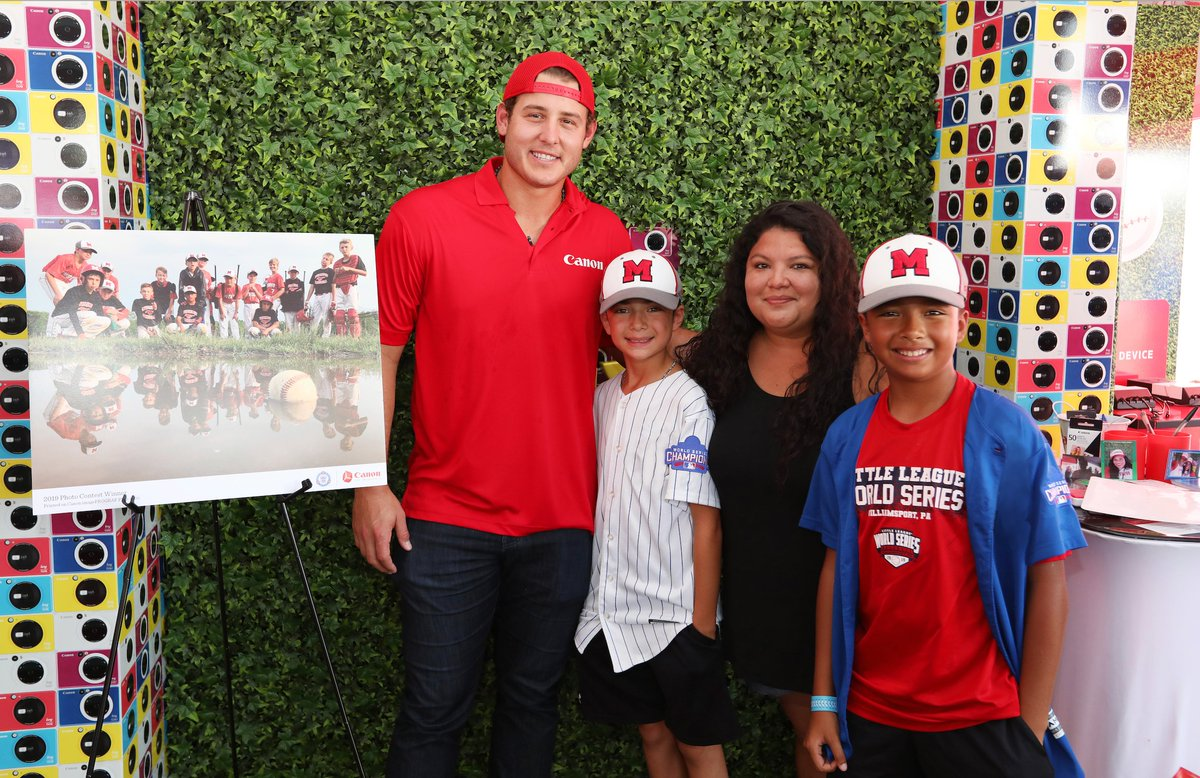 #TBT Had an amazing time with @CanonUSAImaging at the #LLWS meeting tons of fans and the winners of the Canon @LittleLeague Photo Contest. Always great to see the different talents you all have! #ad