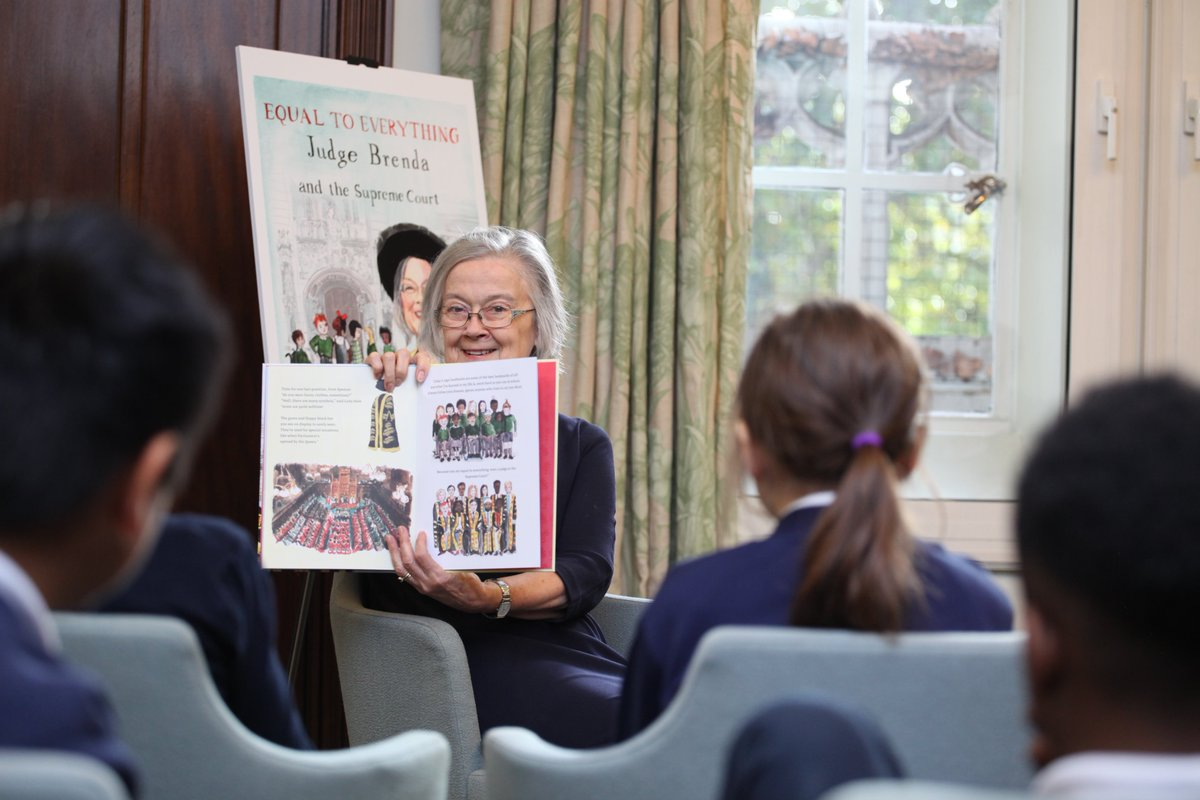 To celebrate todays launch of @LegalActionGrp's new book 'Equal to Everything: Judge Brenda & the Supreme Court', Lady Hale read to pupils from @stmwschool. The story of a girl who visits the Court, it hopes to show children that they can aspire to the top of any profession.