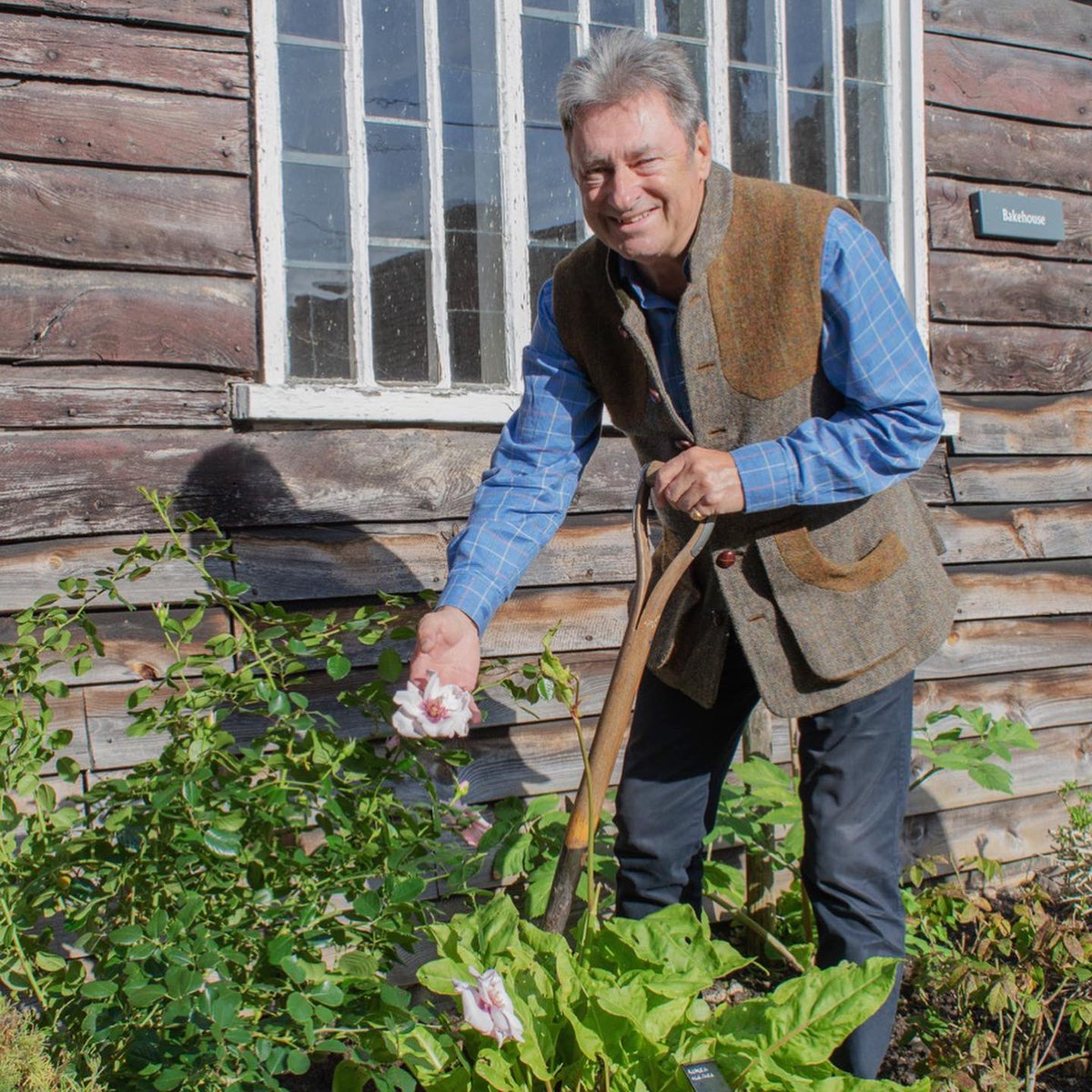 Alan Titchmarsh planted the Chawton Cottage rose in our garden this morning; a rose developed by Harkness Roses for our 70th anniversary. Huge thanks to Alan and all who joined us for this special moment. More: bit.ly/321fjgQ