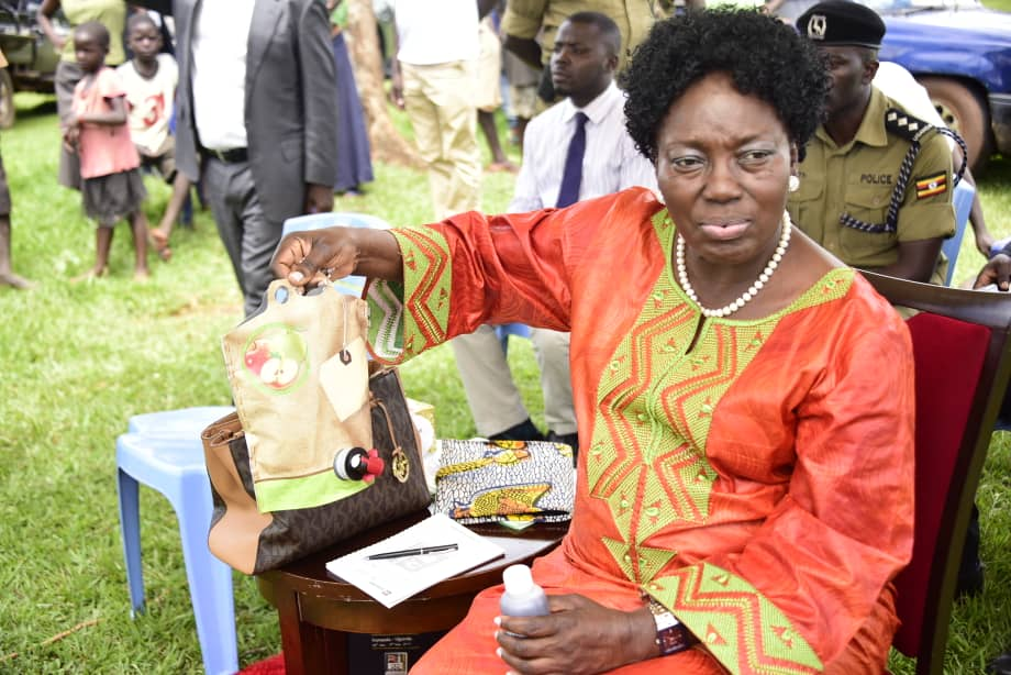 @RebeccaKadagaUG has urged Kamuli residents to buy the sugar cane processing machine and take advantage of the Incubation centre.