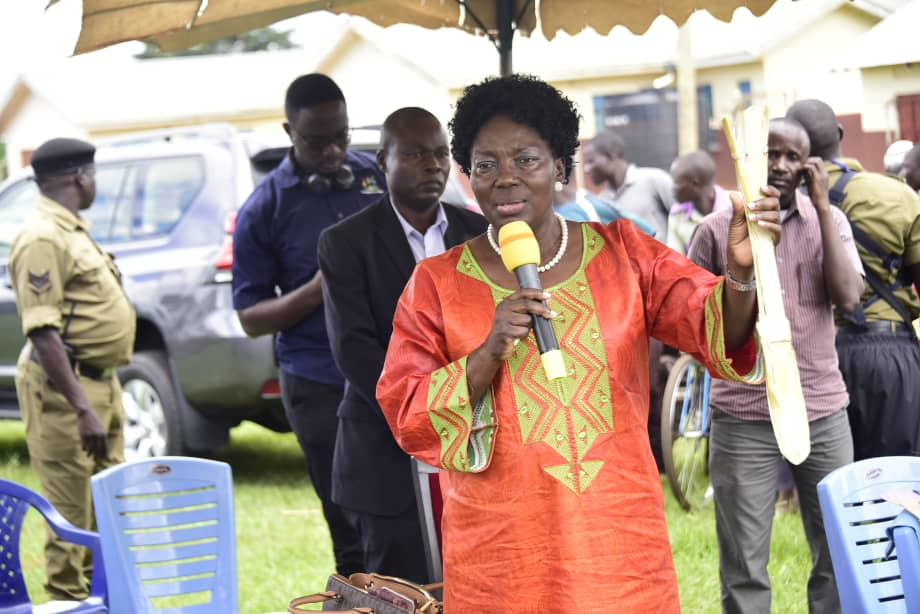 Speaker @RebeccaKadagaUG has launched Busoga Cooperative Sugarcane value addition incubation centre in Kitayunjwa, Kamuli district. Kadaga says there is a lot of money you can make from making of mats, paper bags and sanitary towels out of bagasse