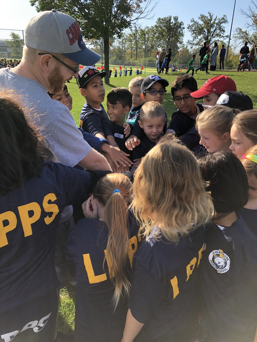 Pep talk and team cheer! We are ready @Lorneparkps Thanks @MattShchukovsky,Mrs. Simpson  and Mr K  for all your hard work coaching! ! crosscountryrun @PeelSchoolspic.twitter.com/iok9Pw74GH