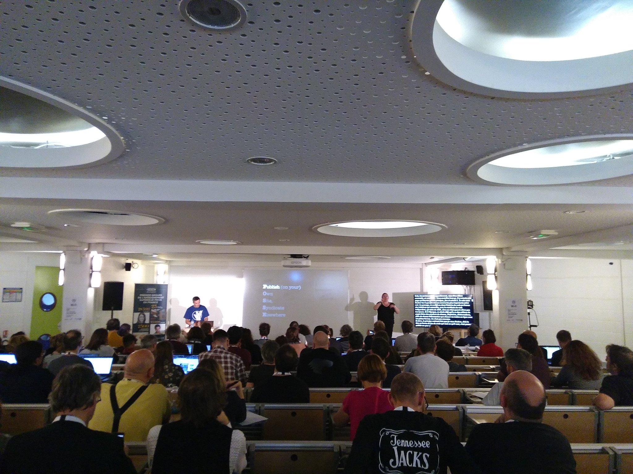 Nicholas Hoizey showing a slide explaining POSSE at the Paris Web conference