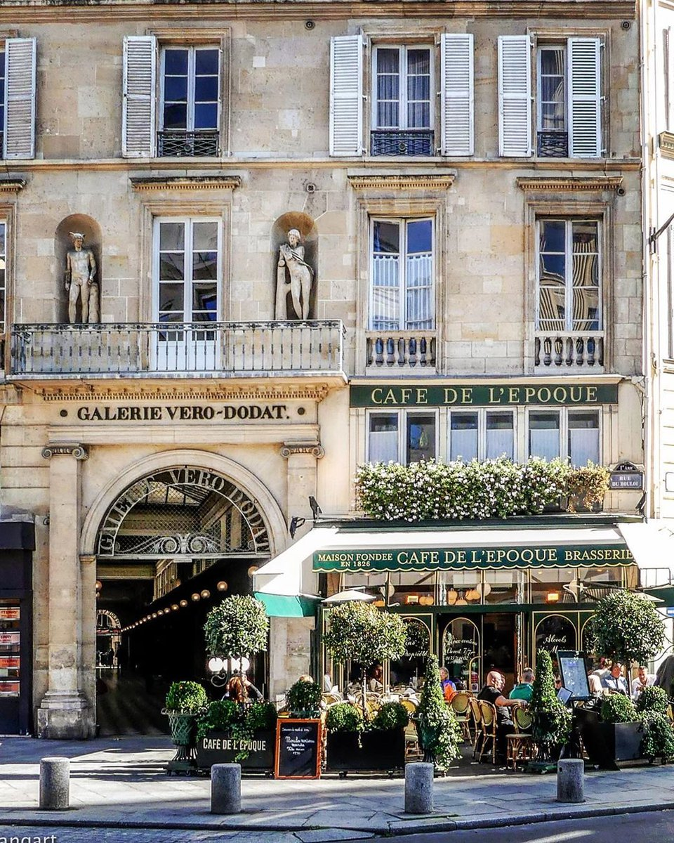 Sunny #Autmn days in #Paris are the perfect occasion to go for a stroll or enjoy a good time on the terrace of a Parisian cafe.    @clangart  http://ow.ly/uGOc50wHID4  #parisjetaime #jeudiphotopic.twitter.com/lUXk1374Pi