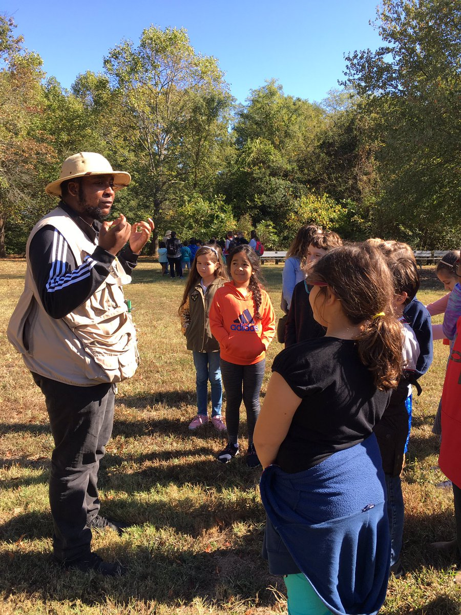 We made it to the colonial farm at Piscataway Park for our expedition kickoff! <a target='_blank' href='http://twitter.com/davitt45'>@davitt45</a> <a target='_blank' href='http://twitter.com/MsPerrysclass1'>@MsPerrysclass1</a> <a target='_blank' href='https://t.co/TBZz1Vc4iR'>https://t.co/TBZz1Vc4iR</a>
