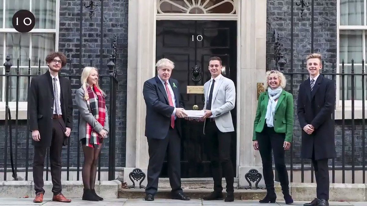Prime Minister @BorisJohnson welcomed @IamBenWest's petition today calling for teachers to become mental health first aiders after meeting him at @TheSun #WhoCaresWins19 awards. #WorldMentalHealthDay #WMHD2019