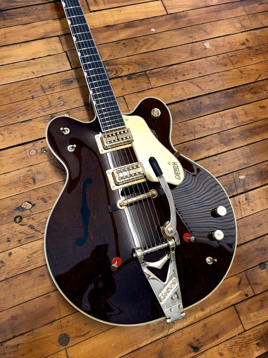 Vintage Select Chet Atkins Double Cutaway with bigsby. Talk about a classic.  @officialgretsch   #prymaxegear #guitaroftheday #chetakins #gretschguitars #gretschpro #gretsch #guitar #newguitars #bigsbyguitar #tonemaster #guitargeeks #guitarnerds #musicgearpic.twitter.com/7CoG8g0vqN