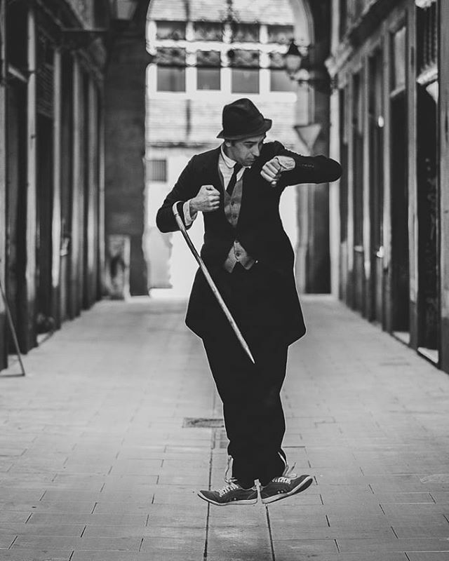 Chaplin time   Igor Mamlenkov  #chaplin #actor #bookactor #sesiondefotos #fotografodeactores #book #cinemudo #charleschaplin #funnypicture #character #streetphoto #actorshooting #sesionenexteriores #barcelona #barcelonaphotographer #photographer #barcelonastreets #juand #jua…pic.twitter.com/P1wxahMGvJ