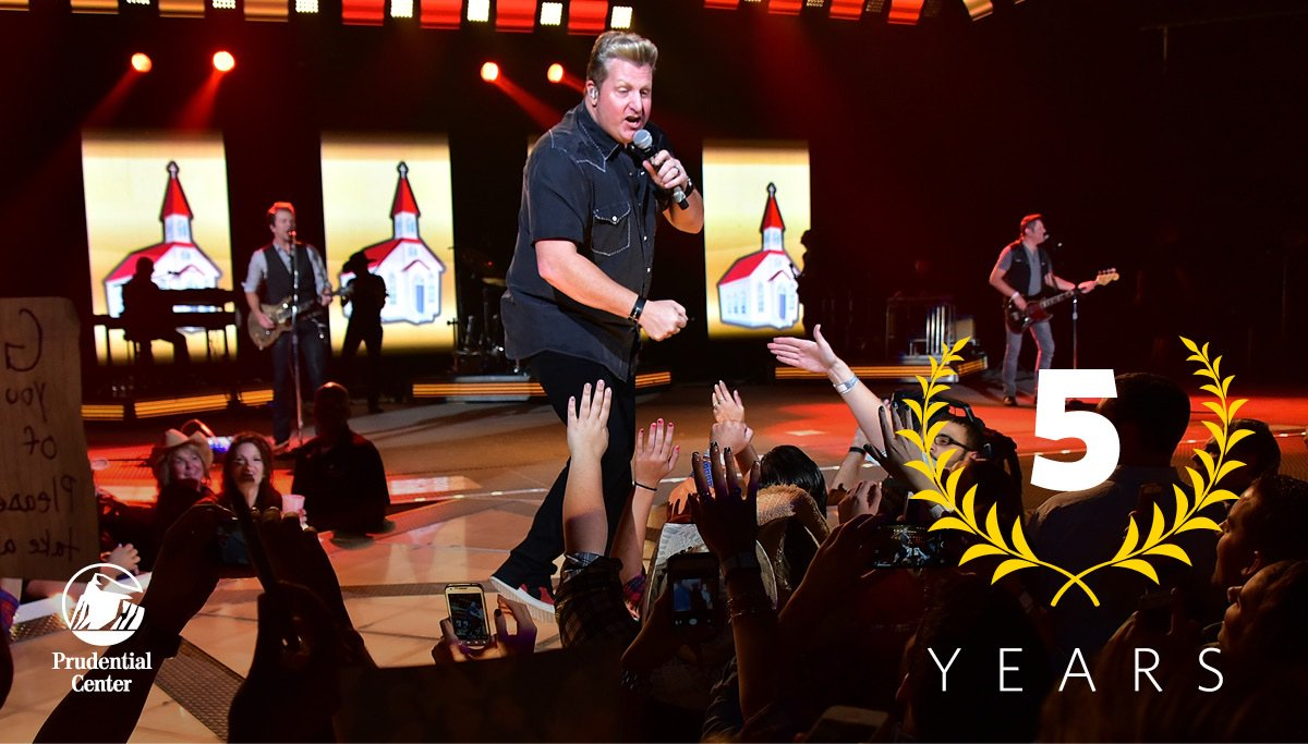.@rascalflatts rocked 'The Rock' 5 years ago!