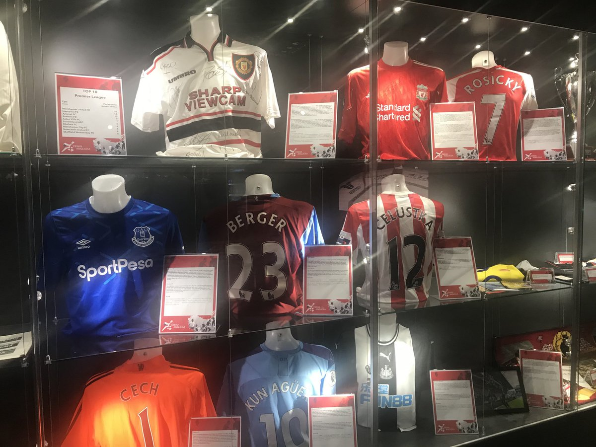 Slavia also have an English section - David Hopkin's Leeds shirt has its own special case... https://t.co/xGvAm2Imy1