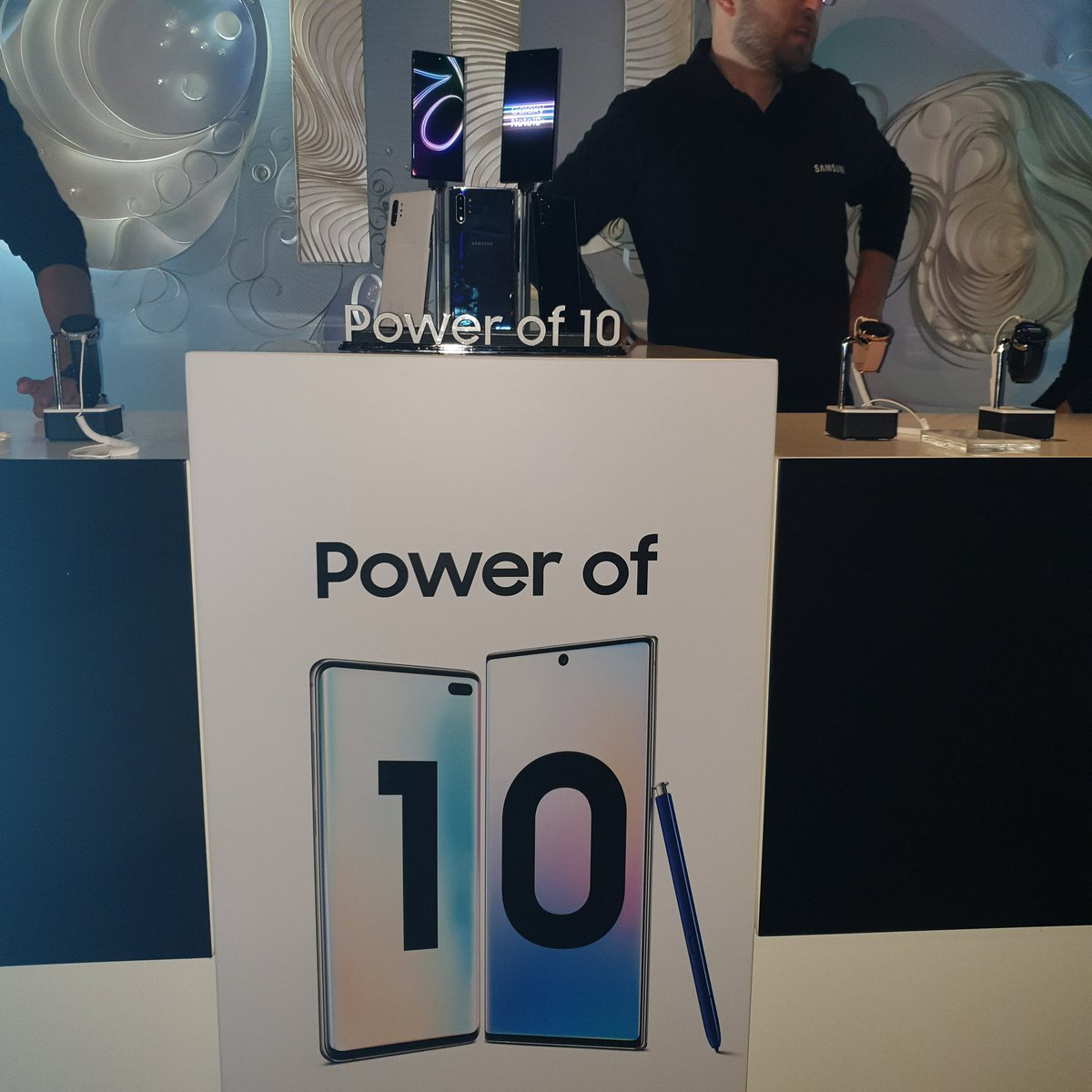 #PowerOf10 Samsung the best in innovation nd Tec with the world's best QLED TVs Ref Wm nd the best Smart Phones Samsung galaxy 10 fold over <br>http://pic.twitter.com/baD1C5zdOJ