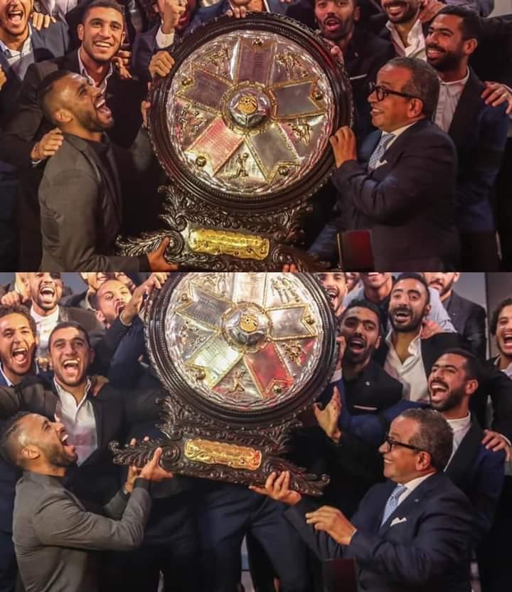 الصورة دى فيها 12 دورى و5دورى ابطال و5 سوبر و10 سوبر مصرى وكونفدرالية و3 كاس مصر