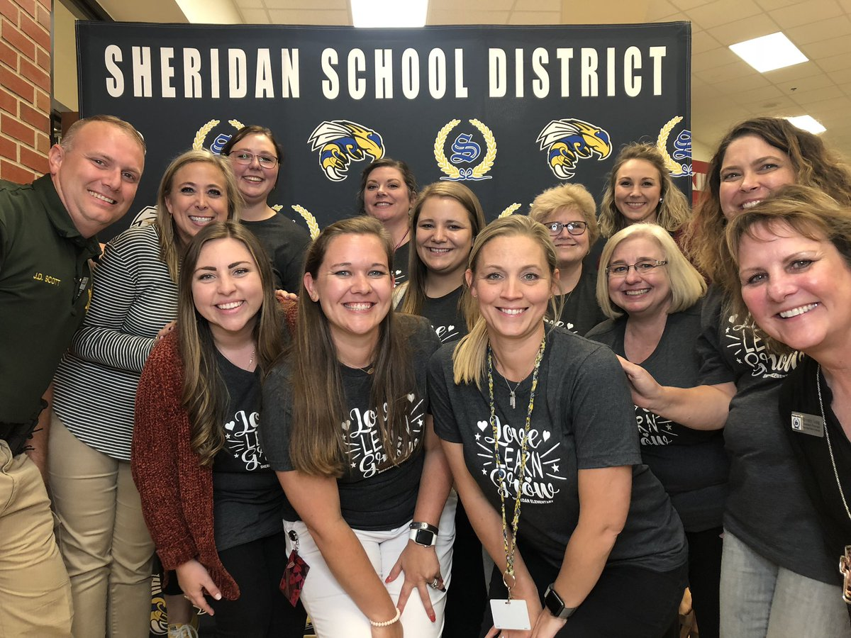 Invite your families into the school!! This is our @SheridanSES 2nd grade family! #EduAR