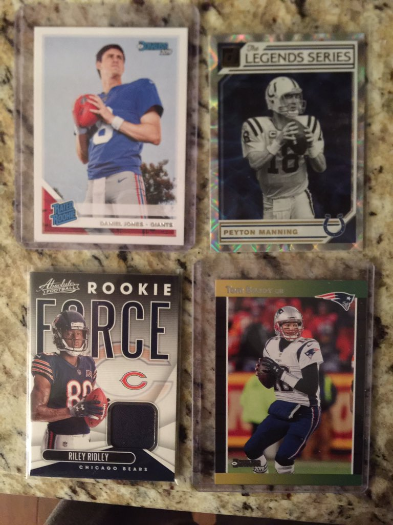 This is the best contest I've done. To enter, must be following me, must like this tweet, and Retweet My Pinned tweet. More retweets = more entrees. One random retweeter takes ALL: Riley Ridley Rookie Jersey Card, Tom Brady 88 Donruss, Peyton Legends, & Daniel Jones Rookie Card. <br>http://pic.twitter.com/IneGKO1w4c