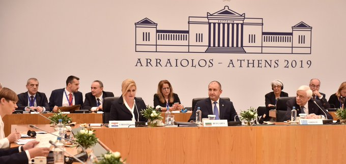 "Kolinda na 15. Meeting of state of the ""Arraiolos Group"" u Ateni EGl1RaPWsAID-ox?format=jpg&name=small"