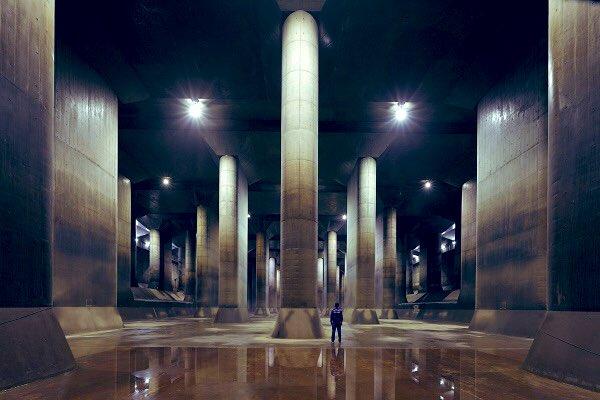 ついに今夜、龍は目覚めるのか。 東京地下神殿、または世界最強の眠れる人工水脈。彩龍の川の二つ名をもつ首都圏外郭放水路が、今夜台風19号を迎え撃つことになる。特撮の撮影ではなく本来の仕事をすることになるかもしれない、、、