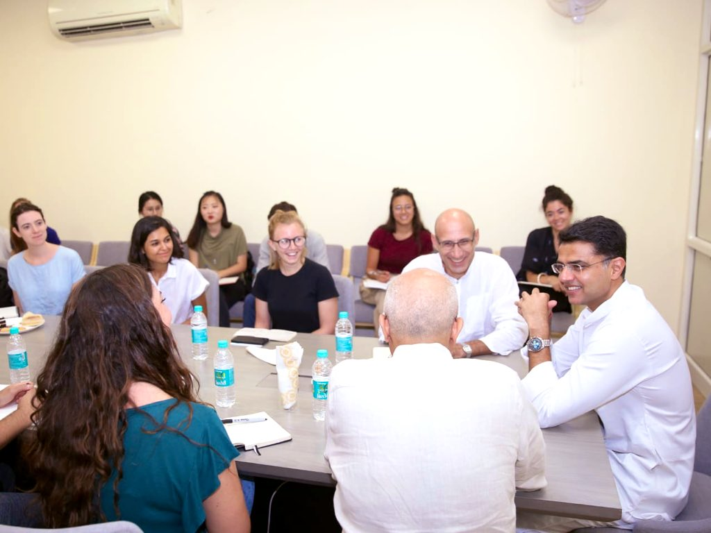 Met with a delegation of Prof's & students from the Universities of Virginia & Tulane that are here to study urban architecture, discussed their research project to rejuvenate the capital city. Always a matter pride that Jaipur is now a World Heritage City <br>http://pic.twitter.com/Roh7kgSL4U