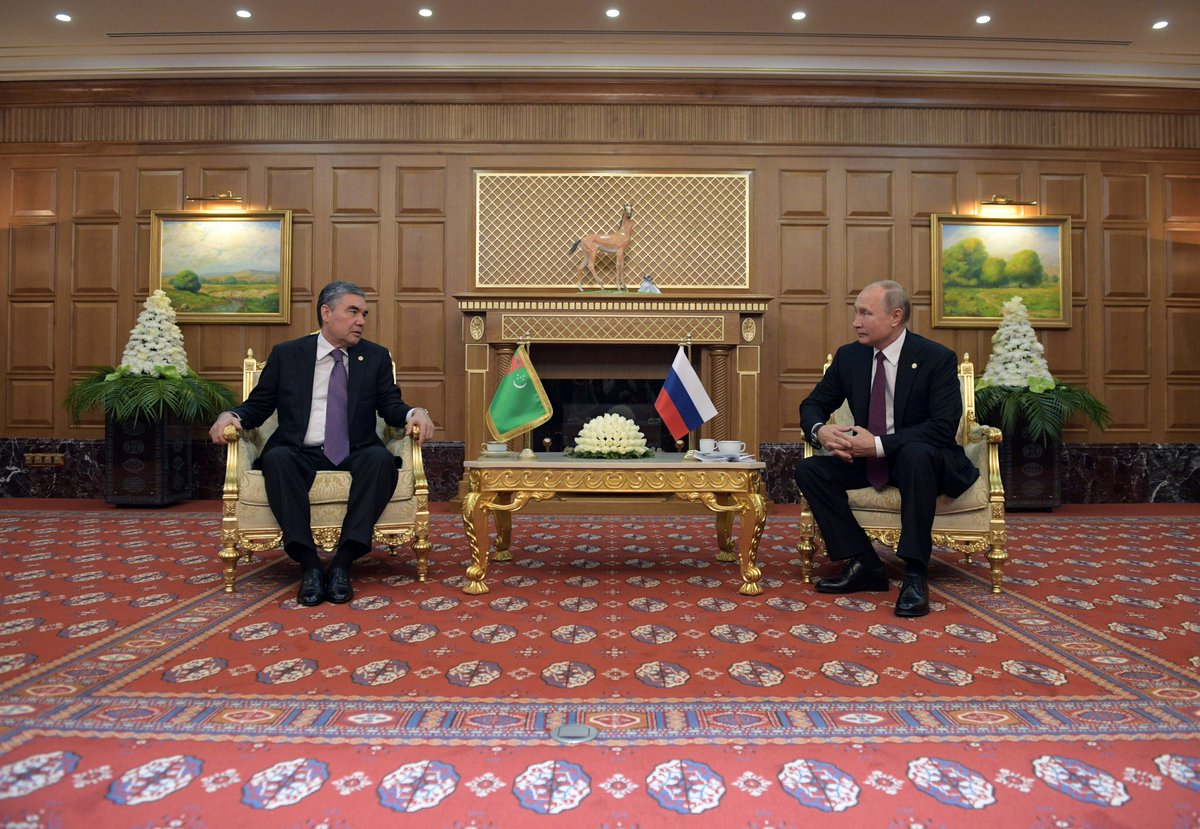 Vladimir Putin met with President of Turkmenistan Gurbanguly Berdimuhamedov ahead of the Meeting of the Council of CIS Heads of State bit.ly/2IGYY9w