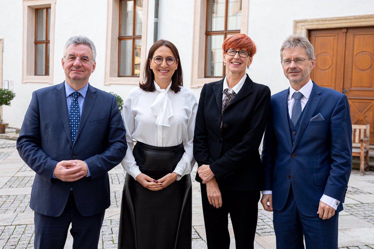 Dnes s bývalou polskou ministryní práce a sociálních věcí a současnou europoslankyní Elżbietou Rafalskou o prorodinné politice🇨🇿🇵🇱