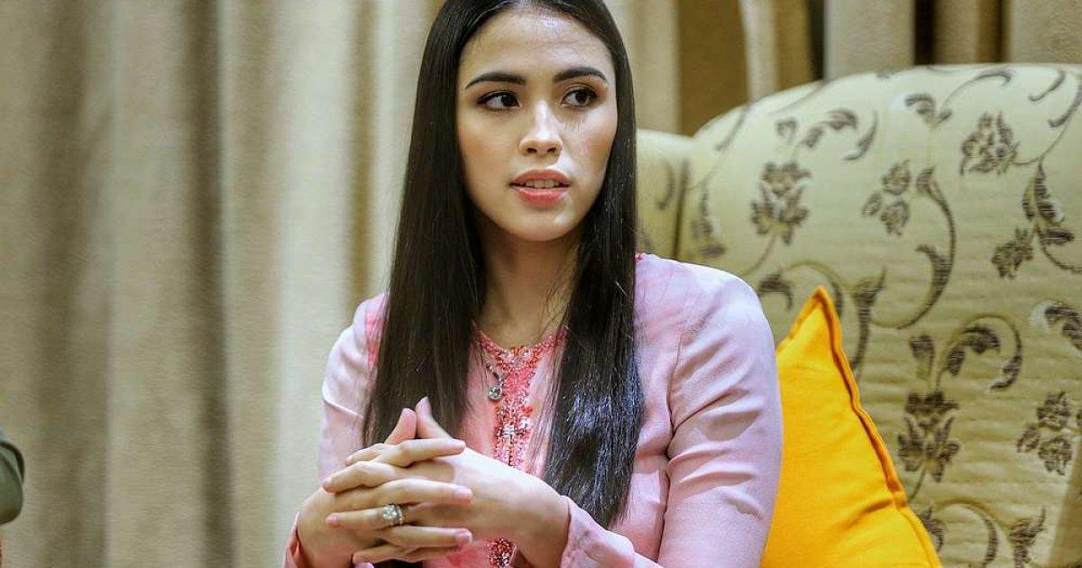 Agong's daughter steps up mental health advocacy efforts despite new role as mum  https://www. malaymail.com/news/life/2019 /10/11/agongs-daughter-steps-up-mental-health-advocacy-efforts-despite-new-role-as/1799345?utm_medium=Social&utm_source=Twitter#Echobox=1570789674   … <br>http://pic.twitter.com/D1hbUhw849