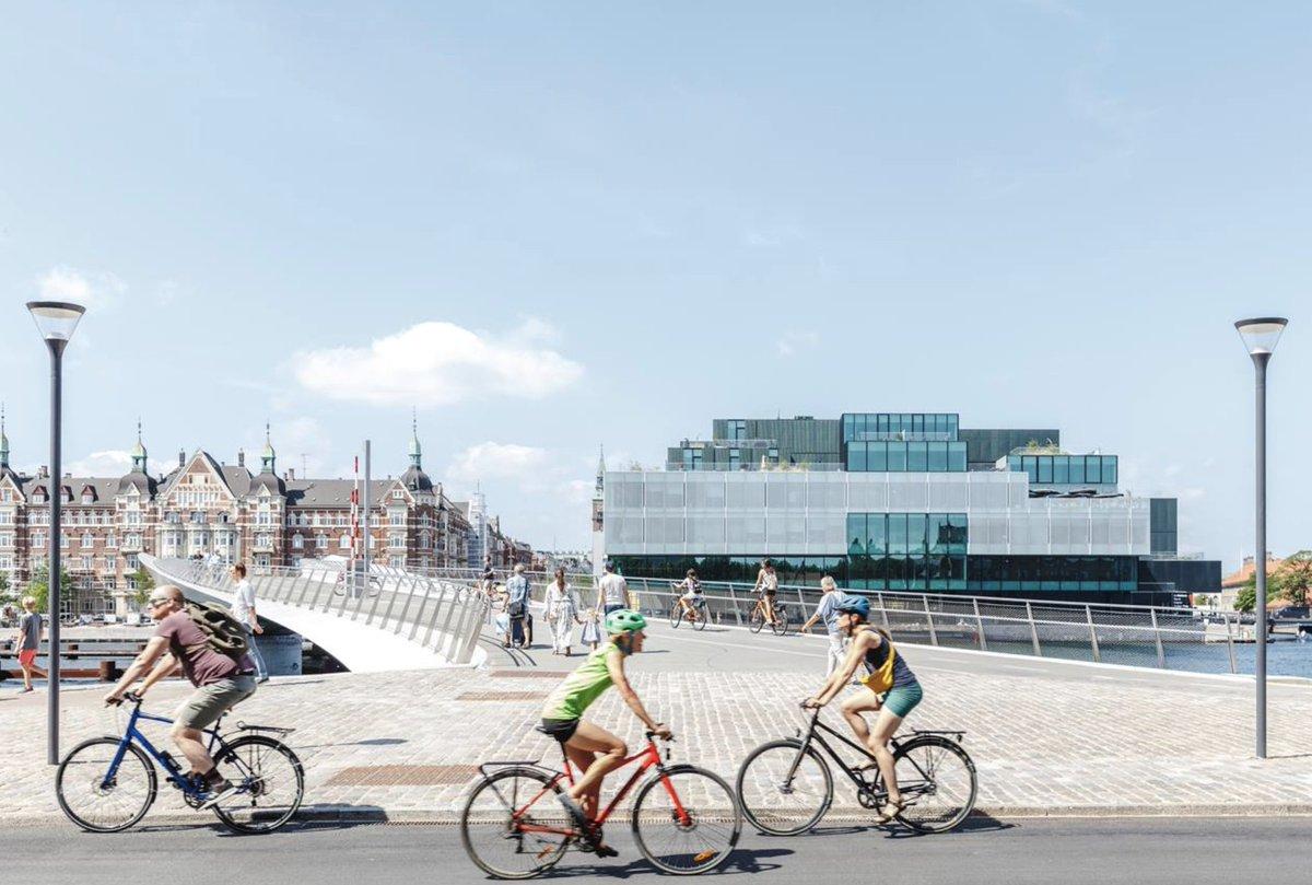 Hvordan sikrer vi handling, når @c40cities topmøde i #København er slut?Og hvordan ved vi, hvad der skal til for at få løsninger fra én by til også at fungere i en anden?Debatindlæg af @TorbenKlitgaard, @HelleSoeholt, @bruce_katz and @LuiseNoring:https://t.co/AIfP1K7UzD