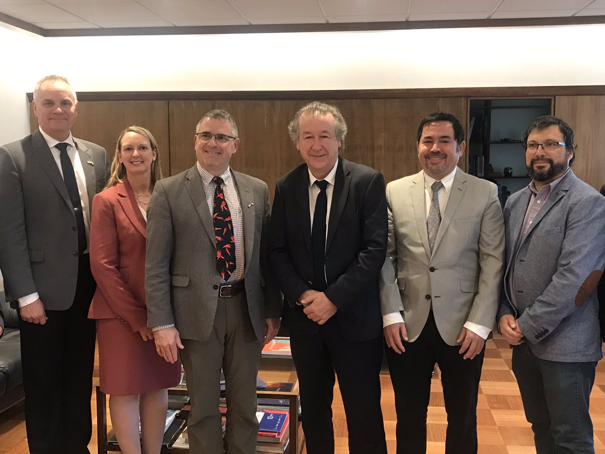Happy to have Maj.Gen. Cooley visiting Chile 🇨🇱. He has not stopped since his arrival! He visited Universidad de Chile where he met with Dean Francisco Martinez and Dr. Marcos Diaz. @uchile @AFRL_CC @AFResearchLab @AFOSR @WrightPattAFB @EmbajadaEEUUcl @AFSpace