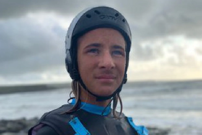 Tiree surfer Ben Larg, 14, rides 30-foot wave in Ireland trib.al/NclmM5V
