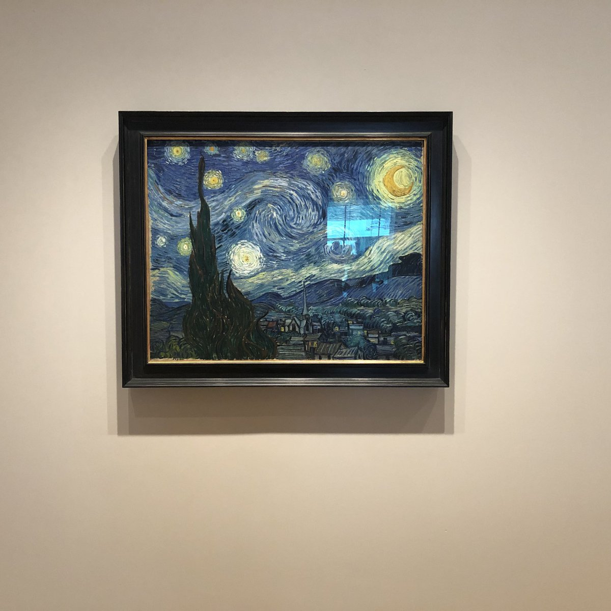 Yikes re the hair on Van Goghs `Starry Night but what about the horrible glare from across the room!? Please move that painting OVER and get rid of hairs, @MuseumModernArt twitter.com/nfreeman1234/s…