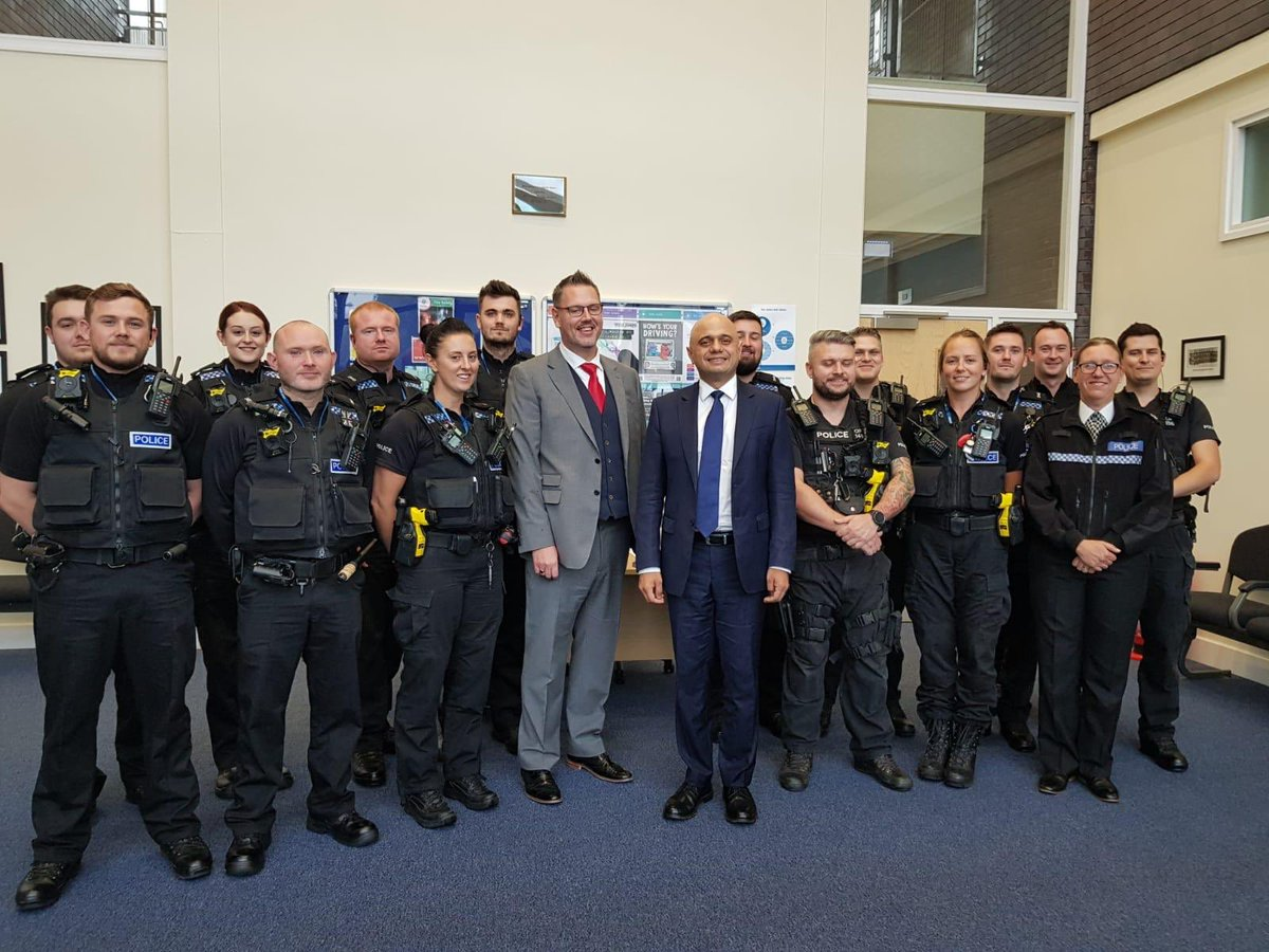 Had a great meeting with officers @BromsgroveCops today and @WestMerciaPCC. 25 new officers began patrolling the streets of Bromsgrove last month, with a further 93 now targeted for recruitment in West Mercia. Congratulations to those recruits sworn in last night!
