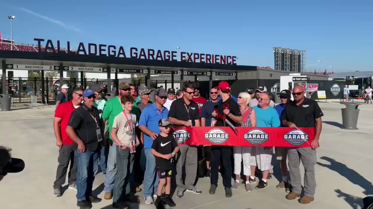 Thanks to the Champ, the new Talladega Garage Experience is officially OPEN! Nice job with those , @joeylogano! #1000Bulbs500 | #NASCARPlayoffspic.twitter.com/DNrn8lzfcP srhlink.com/RG0Rqc