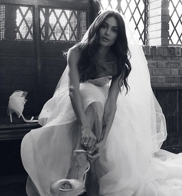 #92maismulher Vestido de Thaila Ayala mostra o céu no momento em que o casal se conheceu https://t.co/uIACYbeJZK https://t.co/w0hSFGfo83