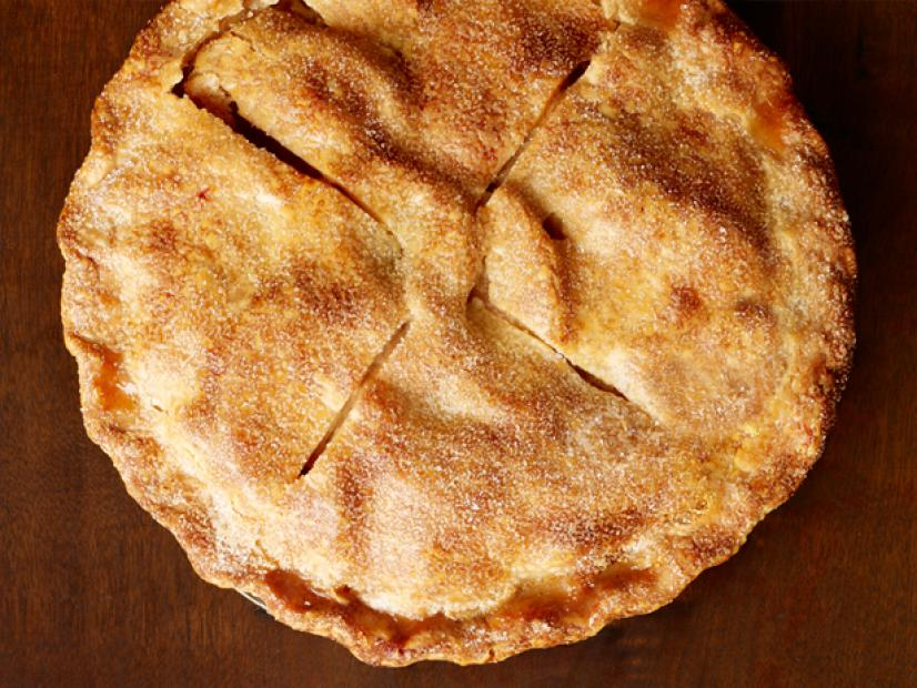 Have you made an apple pie yet this fall??  This recipe is a classic and SO easy:  https:// foodtv.com/2lVWgV5    ! #GingerbreadShowdown <br>http://pic.twitter.com/giHWu7grBu