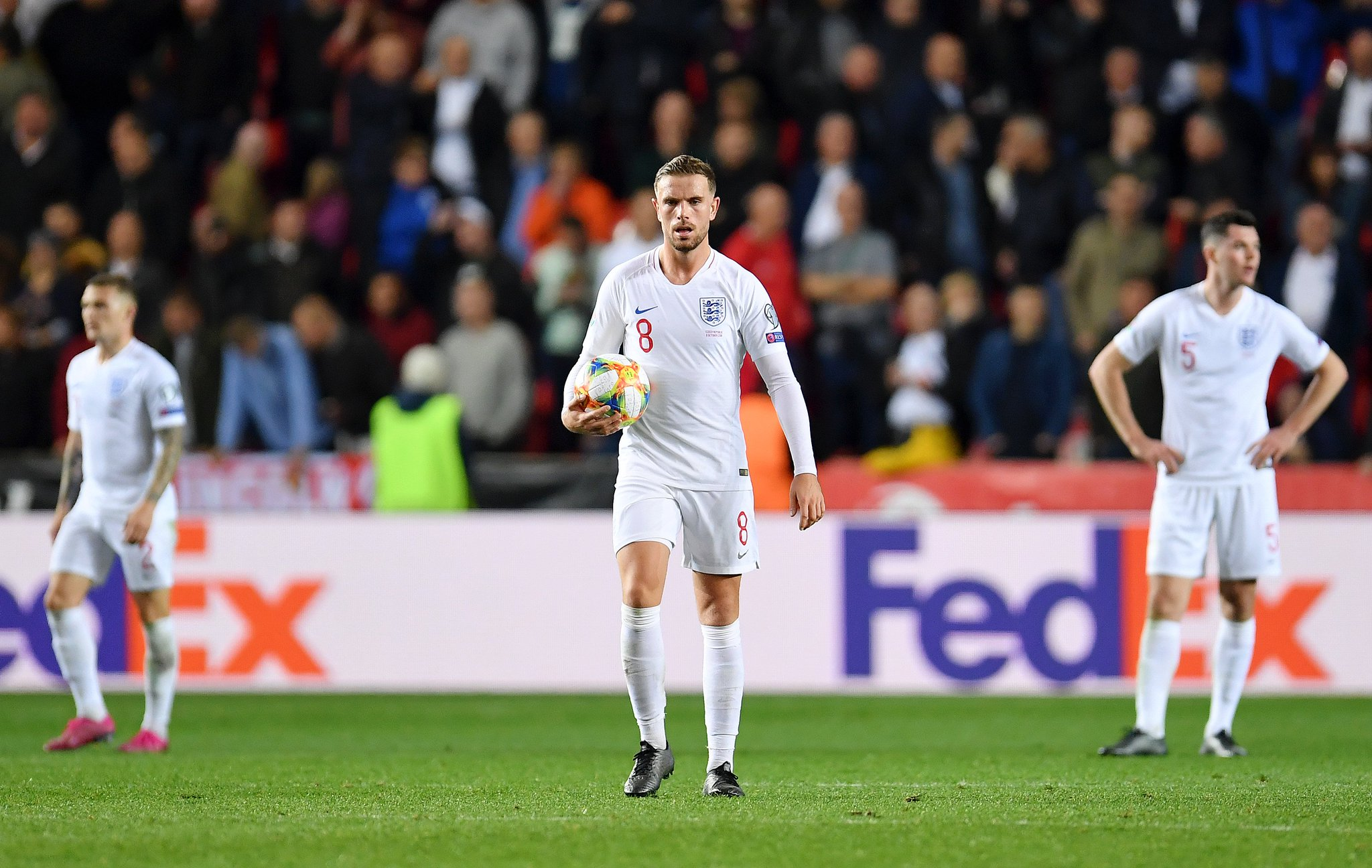 التشيك تقلب تأخرها أمام إنجلترا وتفوز بهدفين مقابل هدف.