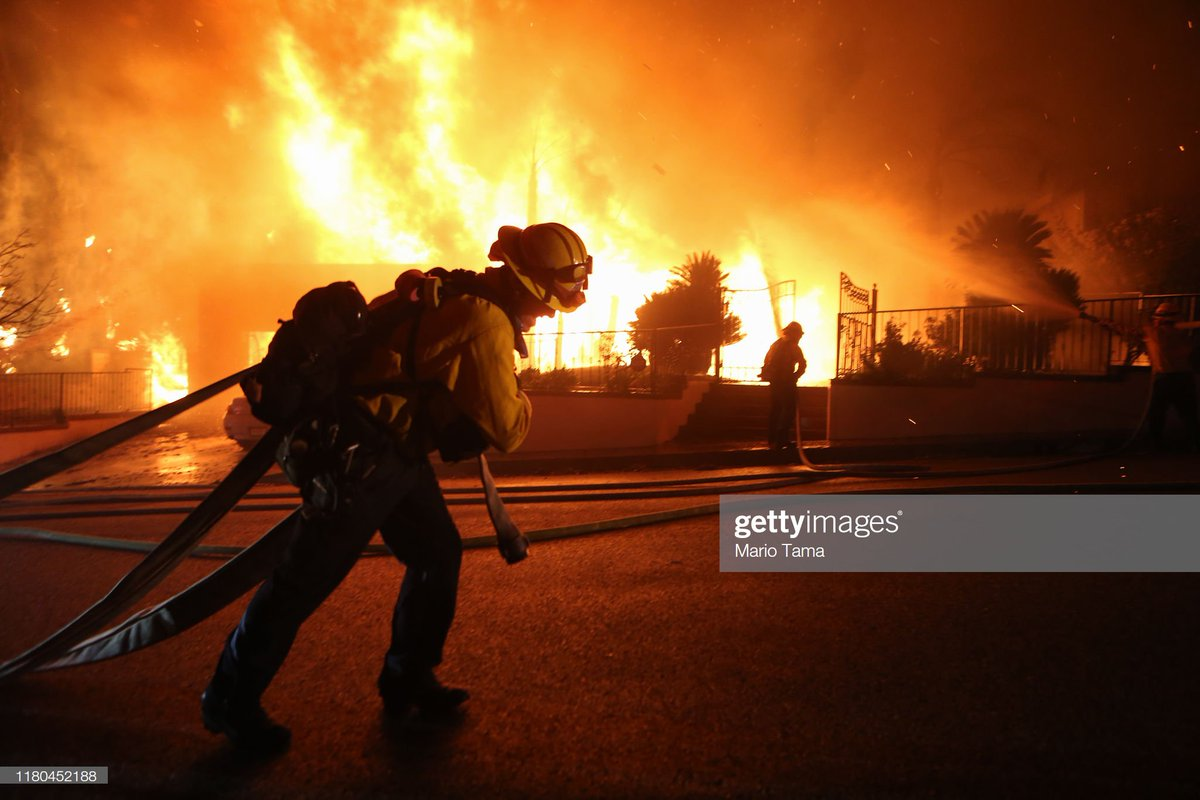 Firefighters battle the #SaddleRidgeFire in the early morning hours on October 11, 2019 in Porter Ranch, California. The fast-moving, wind-driven fire has burned more than 4,000 acres as at least 23,000 homes are under mandatory evacuation orders 📷: @mario_tama