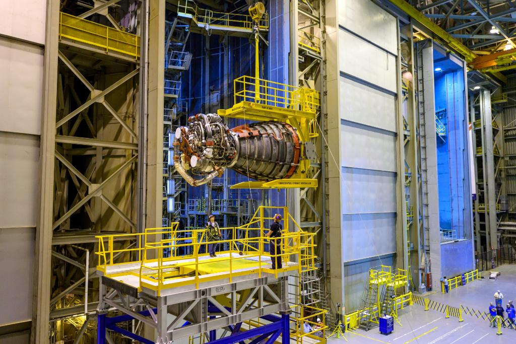 NASA, @BoeingSpace and @AerojetRdyne crews at @NASA's Michoud Assembly Facility have begun preparing the first of four RS-25 engines to be installed to the core stage for the first Artemis mission. Learn more about the engines HERE >> go.nasa.gov/2lpsghH